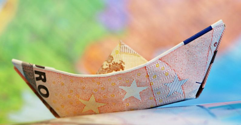 Euro treba usvojiti tek kad se izgradi kao funkcionalna valuta na korist svih zemalja članica